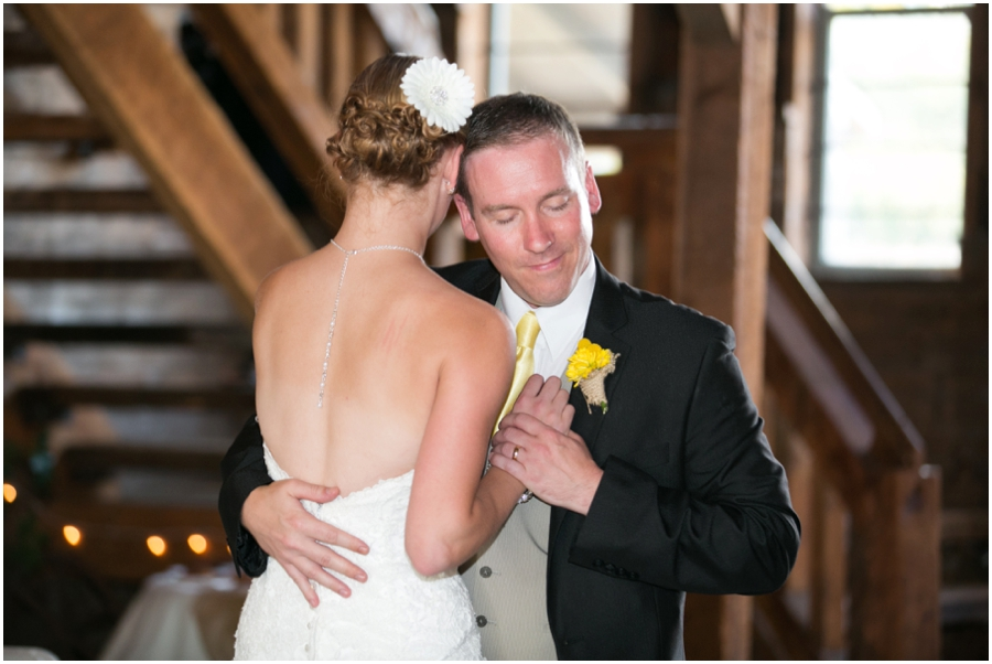 Seattle Washington Wedding Photographer - Wine and Roses Country Estate First Dance