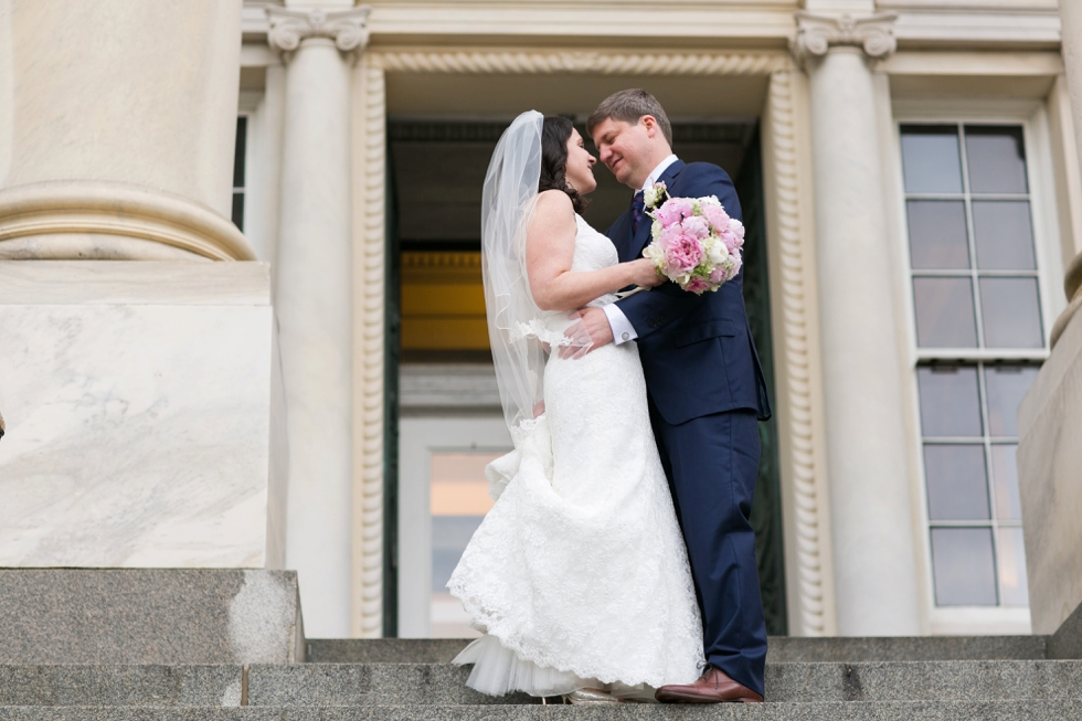 Annapolis State House wedding couple - Philadelphia wedding photographer