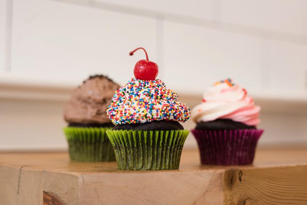 sprinkle wedding cupcakes