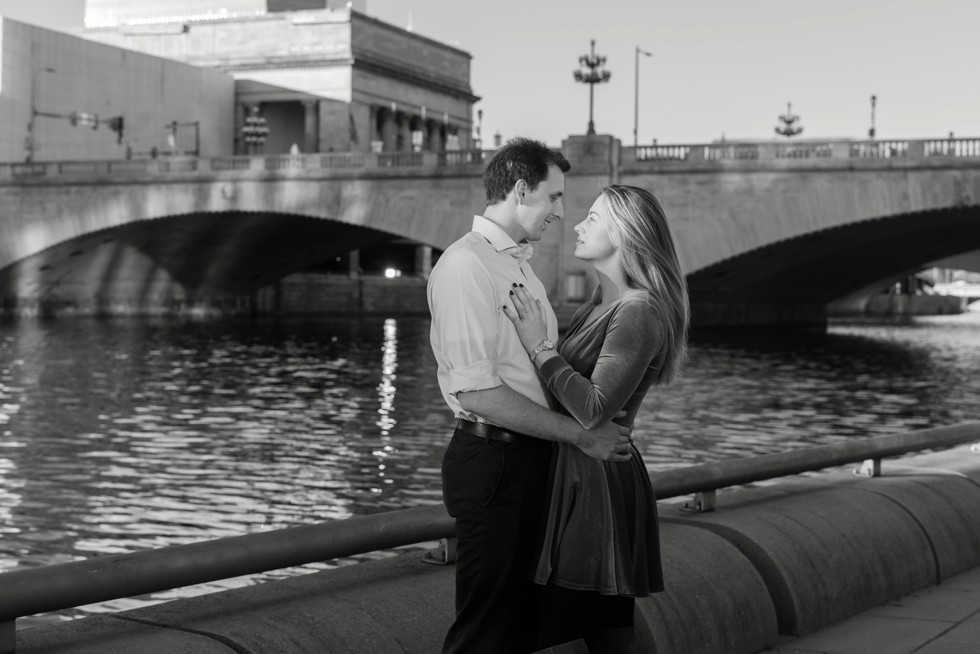 Schuylkill River park Philadelphia fall engagement photos