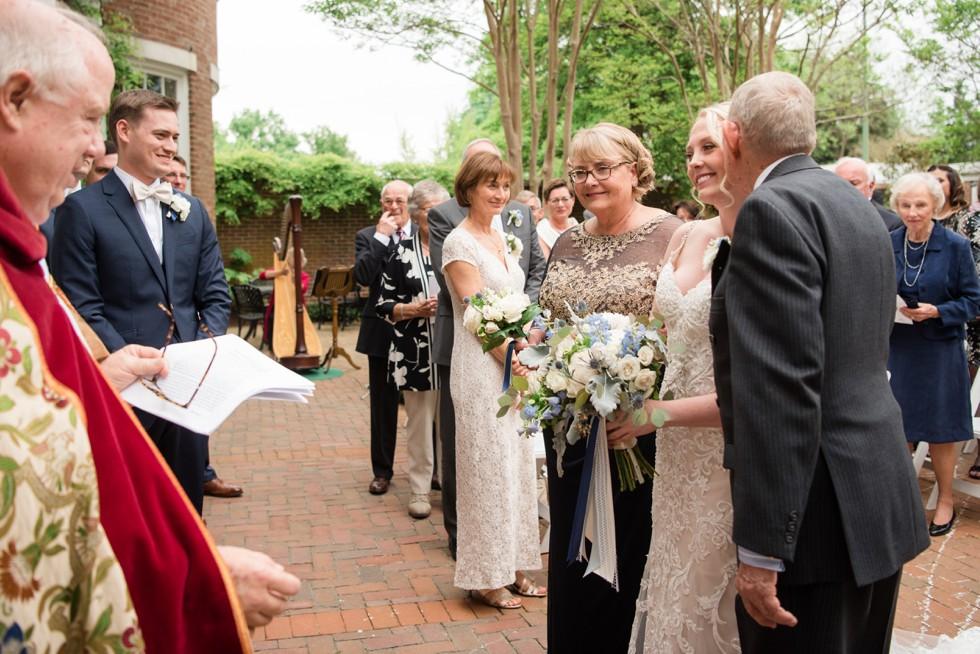 The Tidewater Inn garden courtyard ceremony
