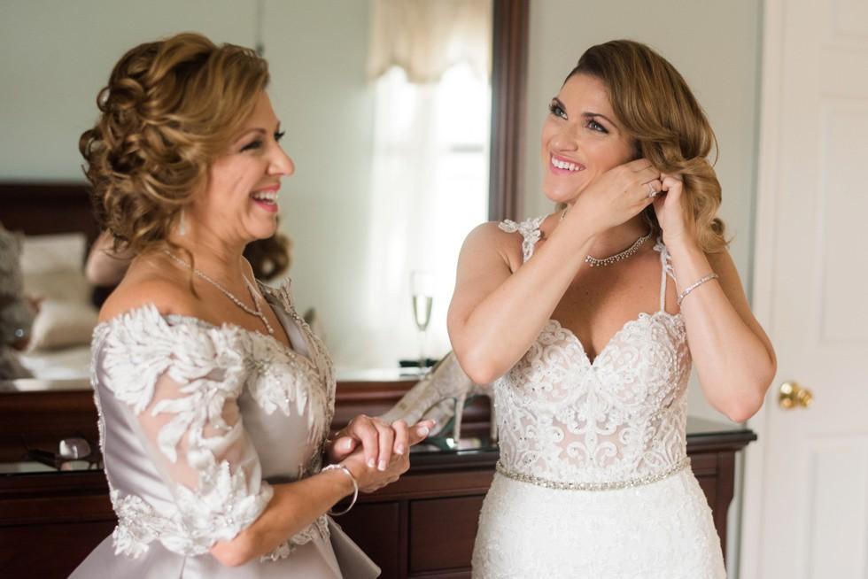 Philadelphia bride getting ready