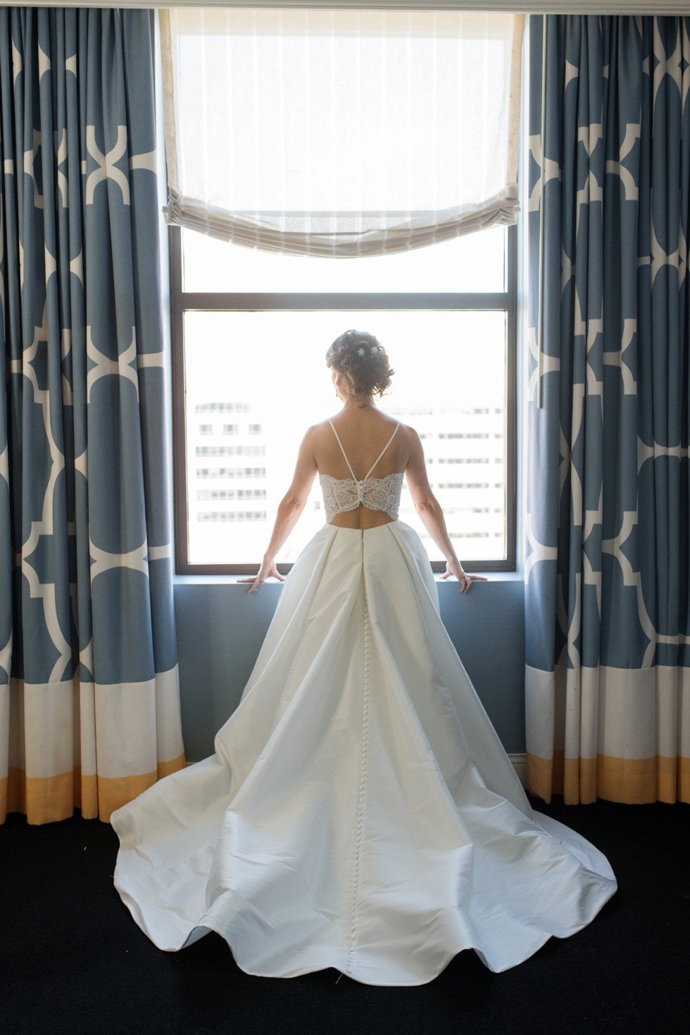 Hotel Monaco Philadelphia bride getting ready