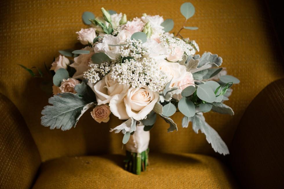 Table art florals at Le Meridien