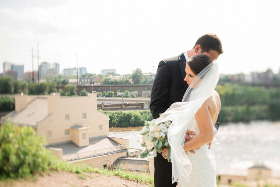 Philadelphia Museum of Art wedding couple photos