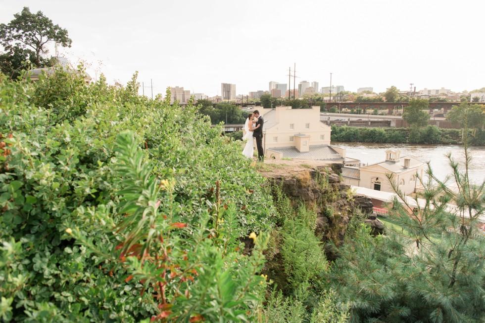 Philly wedding couple photos overlooking Waterworks Cescaphe