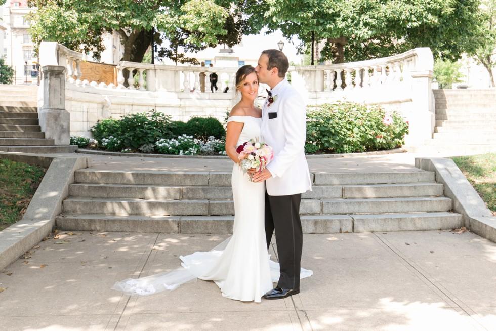 Couple photos in Mount Vernon Peabody Library wedding