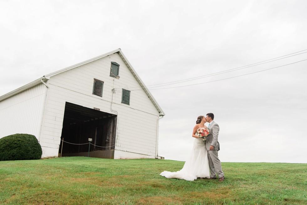Friendly Farm restaurant wedding photos