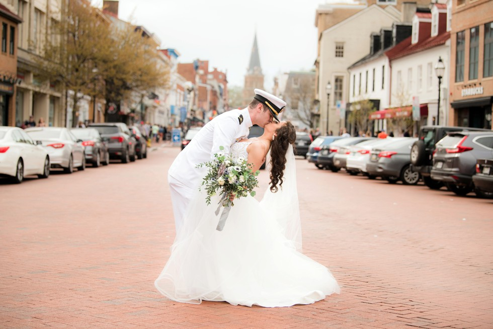 Downtown Annapolis West street wedding photo