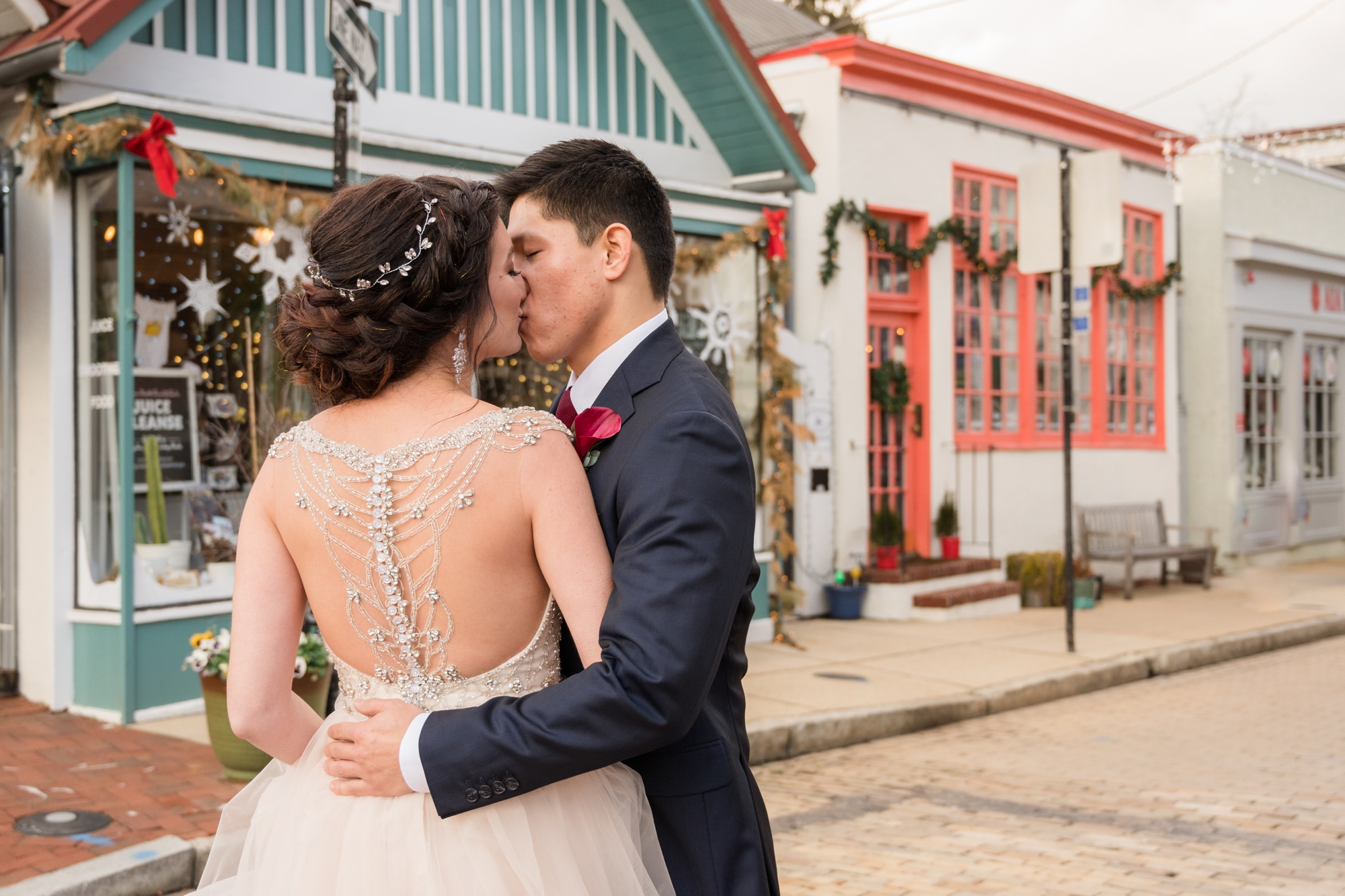 Annapolis wedding couple photos on Maryland Avenue