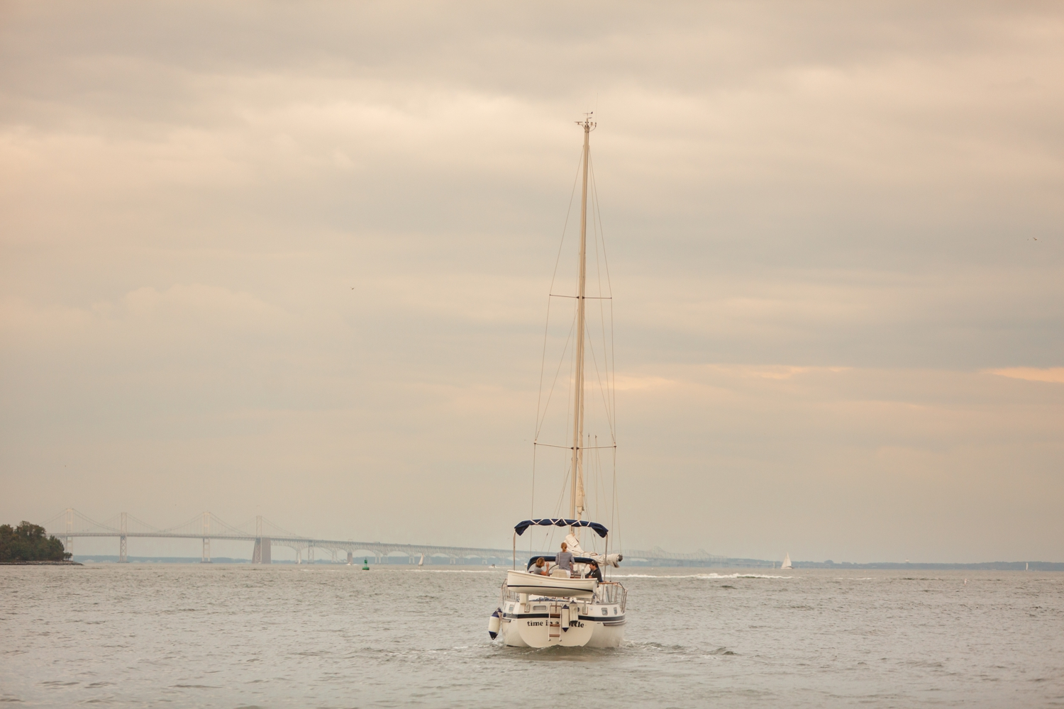 Couple sails off elopement photographs
