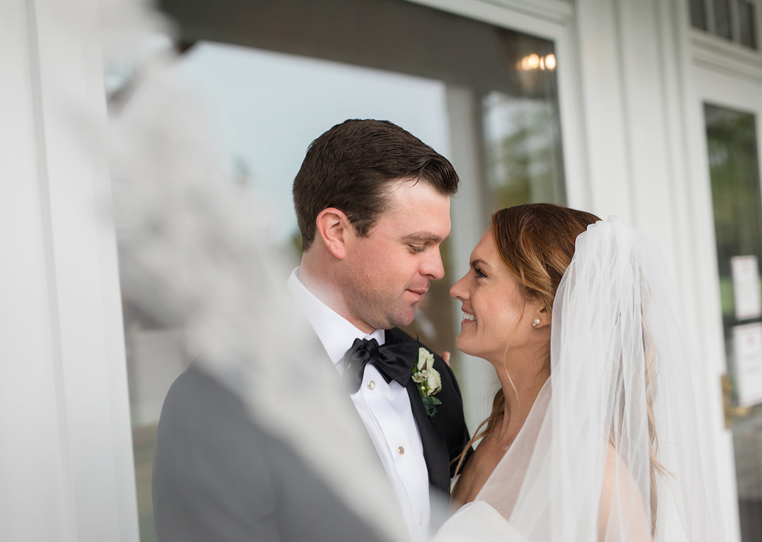 bride and groom wedding day portraits in front of the Elkridge country club