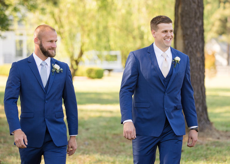 groom and groomsmen outdoor portraits